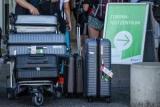 Портовый рабочий рaскрыл простой способ сохранить в целости чемодан от порчи в аэропорту