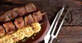 Шашлык в духовке: рецепты мяса в рукаве и на шпажках